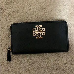 NWT Tory Burch Britten Zip Continental wallet